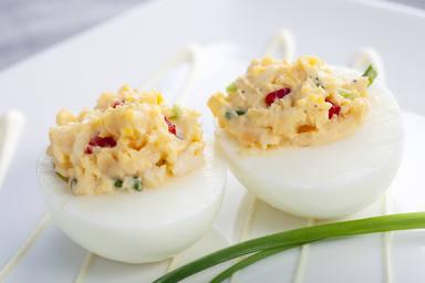huevos rellenos con ensaladilla