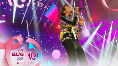 Mika en el escenario de CADENA 100 Por Ellas