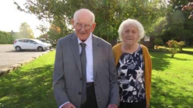 La dura y desgarradora despedida de una pareja que llevaba casada durante 70 años