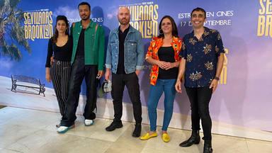Reparto de 'Sevillanas de Brooklyn' y el director, Vicente Villanueva