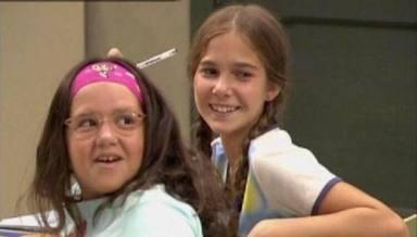 Sara Brasal, a la izquierda, dio vida a Yoli en 'Los Serrano'