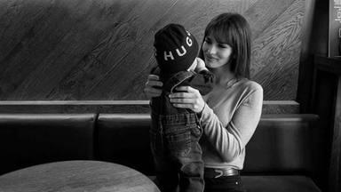 Sara Sálamo presume del superpoder de su pequeño Theo y muestra lo mucho que ha crecido