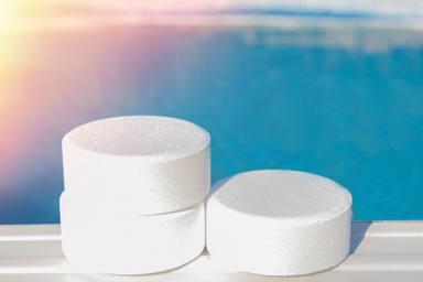 Calcular bien la cantidad de cloro que echas a la piscina es esencial para que no haya ningún problema