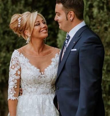 Belén Esteban comparte su primera foto con Miguel el día de su boda