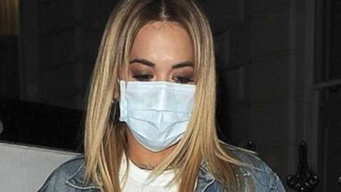 Rita Ora pide perdón por una mala decisión que le trae de cabeza