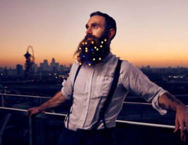 La última tendencia en barbas: ¡las luces navideñas!