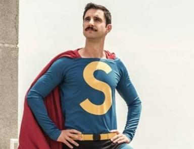 Cartelera 'Friday'con Super Lópezcomo protagonista