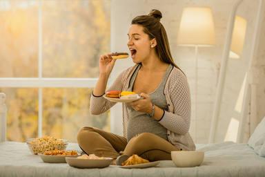 La mentira de comer por dos durante el embarazo