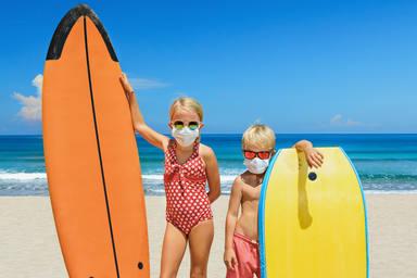 mascarillas en playa o piscina este verano