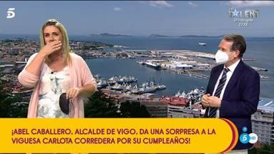 El alcalde de Vigo sorprende a Carlota Corredera en su cumpleaños