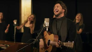 """Manuel Carrasco interpreta """"Llegó Navidad"""", su versión del tema de John Lennon """"Happy Xmas (WAR IS OVER)"""""""