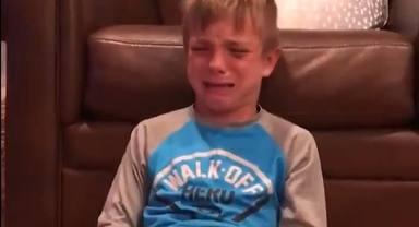 El desconsuelo de un niño al perder jugando al Monopoly que se ha hecho viral
