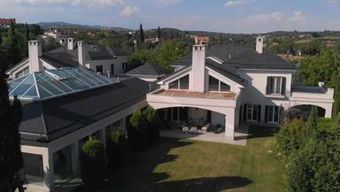 Vista exterior de la mansión de María Teresa Campos