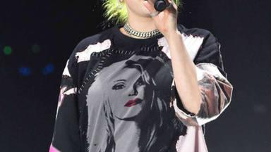 Billie Eilish llevando una camiseta con la cara de Britney Spears
