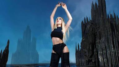Ava Max asegura que su primer disco será un momento revolucionario y queda muy poco