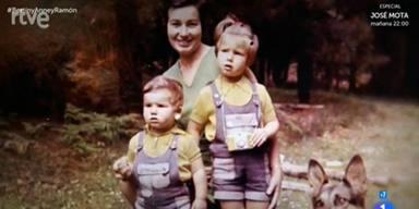 Anne Igartiburu, su madre y su hermano en una foto de archivo