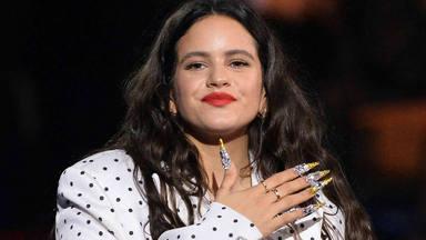 Te contamos cuánto costó el vestido que se puso Rosalía en su actuación de 'SNL' con Bad Bunny