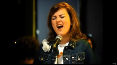 Amaia Montero en una imagen del videoclip de 'Reina del pop'