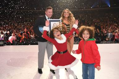 "Mariah Carey recibe tres récords Guinnes por el exitazo de ""All I want for Christmas is you"""