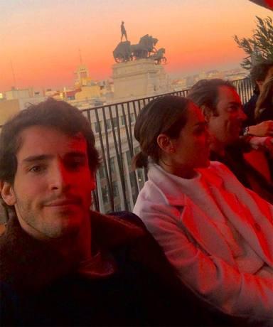 Iñigo y Tamara con amigos