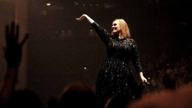 Un íntimo amigo de Adele afirma que ha escuchado varias canciones y que el álbum llegará en febrero