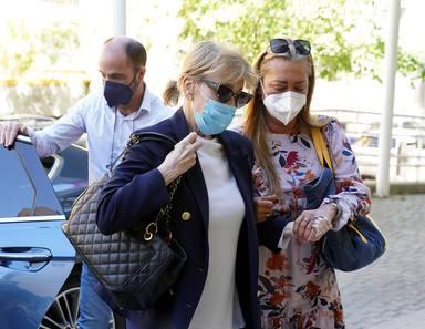 Belen Esteban acompaña a Mila Ximenez al hospital
