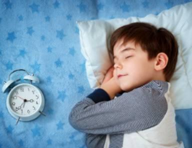 Por qué es importante que tus hijos duerman la siesta