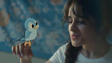"""Camila Cabello y su """"día de la marmota"""" en el vídeo de """"Liar"""""""