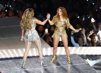 Jennifer Lopez y Shakira actuan en el intermedio de la Super Bowl