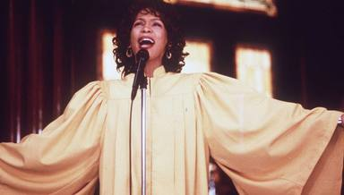 Whitney Houston nos da ánimo para afrontar la cuarentena con 'Step by step'