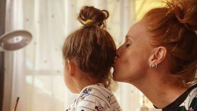 Críticas a María Castro por las manualidades que hace con su hija en casa