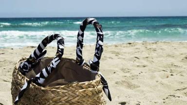 Los 10 básicos que no pueden faltar en tu bolsa de playa este verano