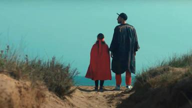 Nil Moliner encuentra 'kryptonita' en el vídeo de 'Libertad', positivo himno para elevar el ánimo