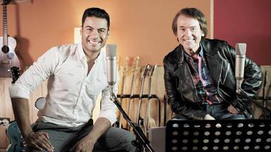 Carlos Rivera se une a Raphael para estrenar la versión del clásico 'Estar enamorado'