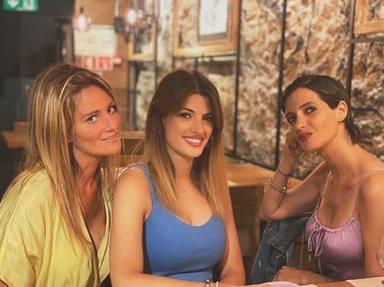 Sara Carbonero disfruta de la compañía de sus amigas durante el verano