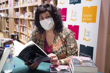Almudena Grandes en una imagen en la Feria del Libro de Madrid