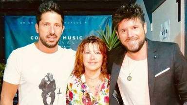 Pablo López y su hermano Luis le montan una auténtica verbena sorpresa a su madre por su cumpleaños