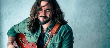"""El cantautor gallego, estrena disco homónimo titulado """"Andrés Suárez"""""""