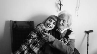 Angy Fernández se despide de su abuela