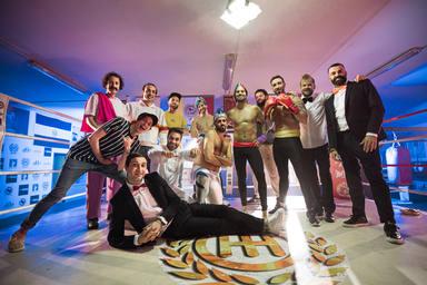 Todos los miembros que han participado en el videoclip de Ahípamí, de Efecto Pasillo y La Pegatina
