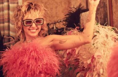 Miley Cyrus durante una sesión de fotografías