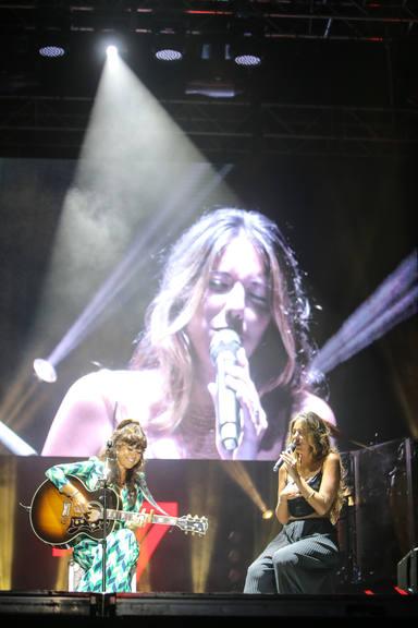 Vanesa Martín y Marina Carmona durante su actuación conjunta en el Concert Music Festival