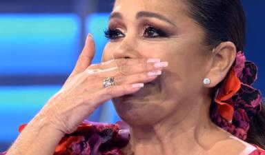 """Isabel Pantoja se derrumba en pleno directo al ser sorprendida por un ser querido: """"Esa mirada es mía"""""""