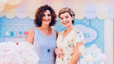 Amor a primera vista entre la madre de Laura Escanes y su nieta Roma