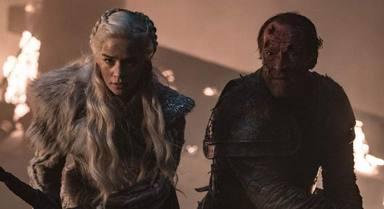 Daenerys Targaryen (Emilia Clarke) y Jorah Mormont (Iain Glen) en 'Juego de Tronos'