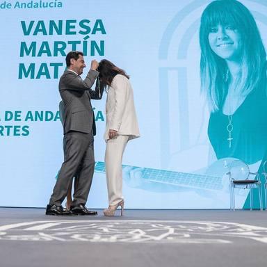 Vanesa Martín recibe la Medalla de Andalucía