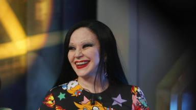 María Olvido Gara acaba de cumplir 57 años y 'celebramos' 5 canciones inevitables en la música de Alaska