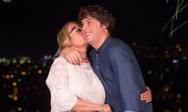 Jordi Cruz con su madre, Roser, en 'Cena con mamá'