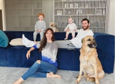 Helen Lindes junto a su marido y sus hijos