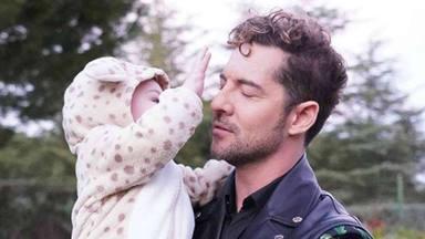 David Bisbal también teletrabaja y lo hace con su hijo Matteo en brazos